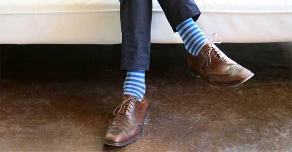 b13c54649dd7c Модные мужские носки 2018 года для летнего сезона – это яркие и  оригинальные модели. На тонких хлопковых носках могут быть полоски или  клетка, хорошо, ...