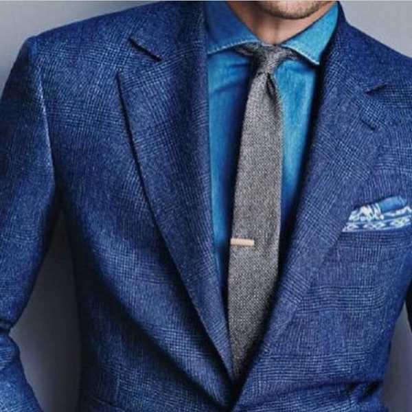 98a54c01b75fc61 цвета, особенно тёмные. В зависимости от оттенка синего, можно использовать  красный или бордовый галстук. К тёмно-синей рубашке лучше надеть чёрный  галстук.