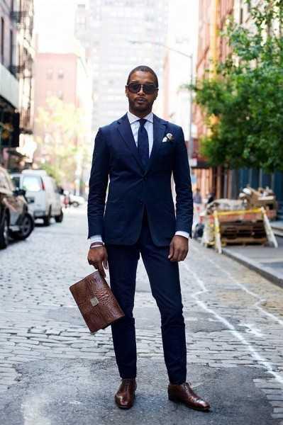 e2811260a371750 Но вопрос, с чем носить синий костюм может быть крайне сложным, несмотря на  его универсальность. Первое, что приходит на ум — одеться во все синее с  ног до ...